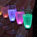 光るグラスで乾杯すれば盛り上がること間違いなし!!