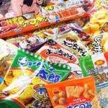 駄菓子は食べ放題!!キャベツ太郎、ヨッチャンイカ、うまいぼう。。。懐かしいですねー