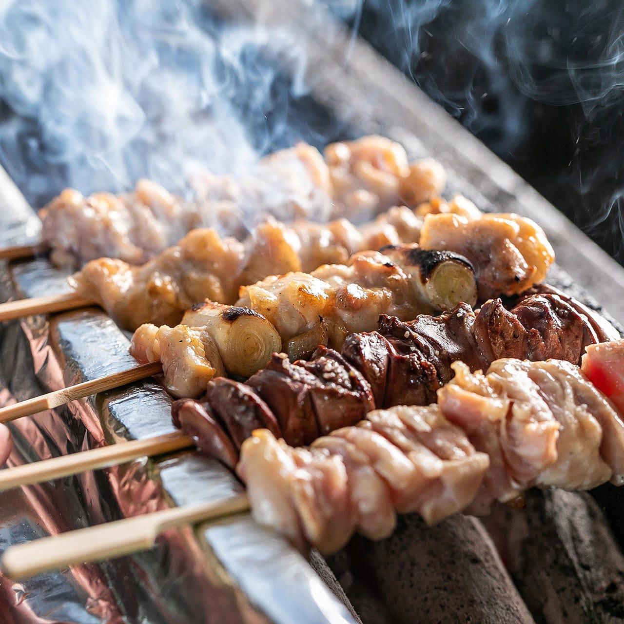 炭火焼きならでは!ジューシー&香ばしい「大山鶏の串焼き」