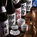 日本酒は常時50種。毎週土曜日は女性限定1杯300円(税抜)に