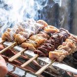 こんがり&ジューシー!備長炭で焼き上げる「大山鶏の串焼き」
