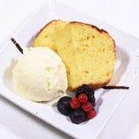 ハチミツレモンのパウンドケーキ バニラアイス添え