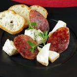 4種のチーズとトリュフサラミの盛合せ