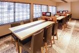 ~テーブル席~ 寿司盛り合わせや季節の御膳も充実。