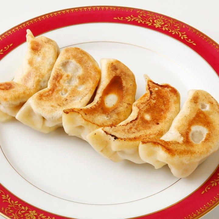 清香園の人気メニュー焼き餃子