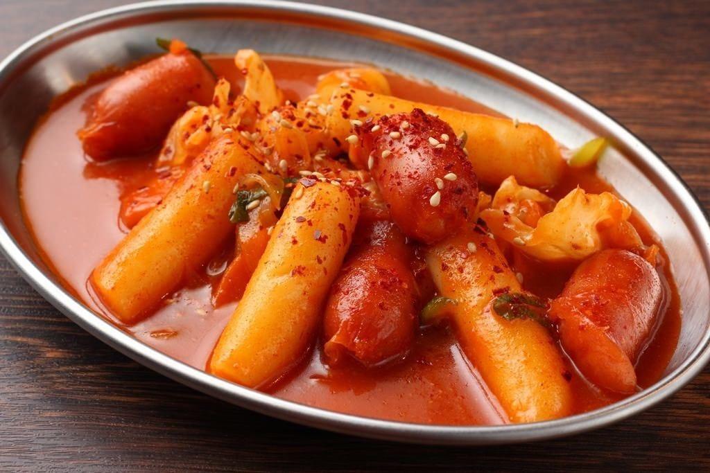 甘辛もちもちがクセになる!韓国料理の定番トッポギ炒め!