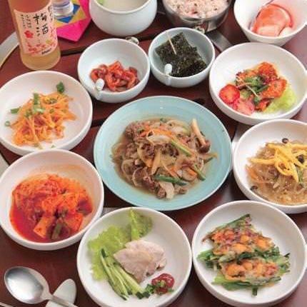 チヂミやチャプチェなどの韓国料理も多数!おかわり必須です♪