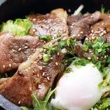 和牛カルビ焼肉丼(温玉添え)