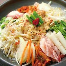 ホルモンが脂っぽくなくて、野菜が美味しい★ヤミツキになるニンニクチキンも!『ホルモン鍋コース』