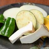 野菜の食感と味が合わさると、焼肉はより豊かに!たっぷりどうぞ
