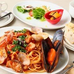 色々魚介のトマトソースペスカトーレ