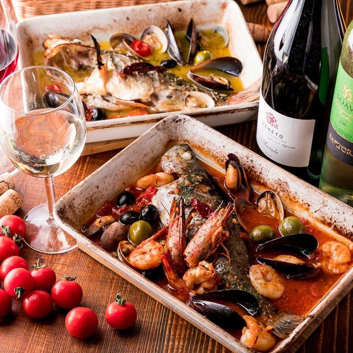 毎日市場から届く鮮魚を使った当店名物『アクアパッツァ』
