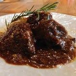 牛ほほ肉の赤ワイン煮 マスカルポーネ添え