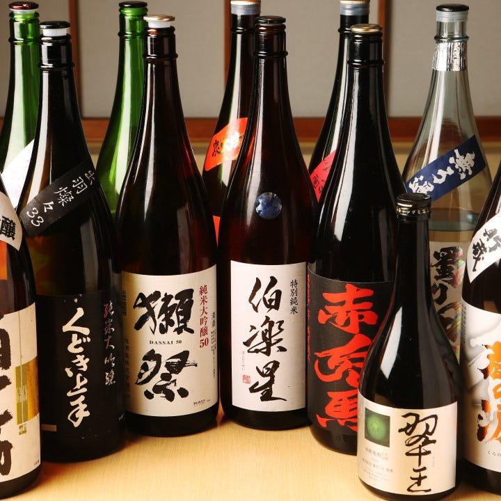 全国から取り寄せた日本酒や焼酎がずらり◎メニューにないものも