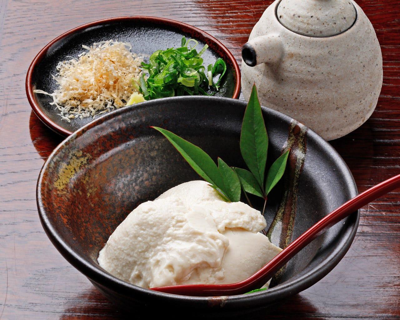自家製くみだし豆腐。お酒に合う逸品を多数取り揃えています。