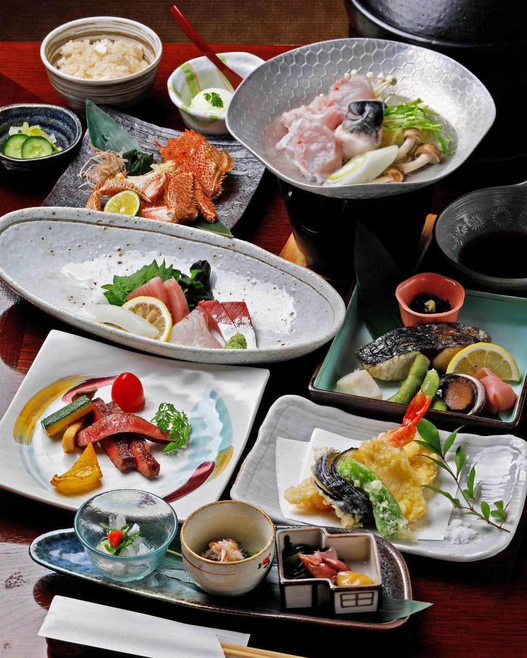 季節の食材をふんだんに使用した目にも華やかな宴会コース。