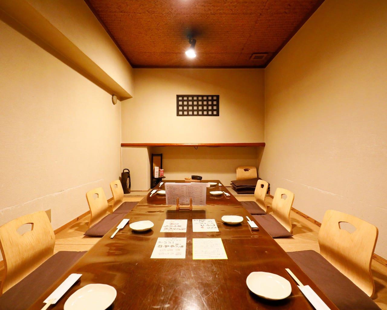 店内奥のお座敷席は、最大10名様までのご宴会が可能です。
