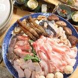 夏はハモ、冬はてっちりなど、季節に合わせたお鍋のコースをご用意しております。