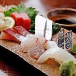 加太漁港直送の新鮮な鮮魚をご用意しております。