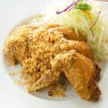 パリっとした皮の食感と鶏肉のジューシーさを味わえる当店の手羽先