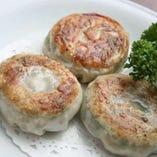 ニラ海老UFO餃子は、モチモチした食感とニラの風味がクセになる味わい