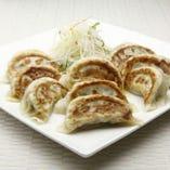 肉野菜、エビニラ、大葉を一度に楽しめる、餃子の3種類盛り合わせ