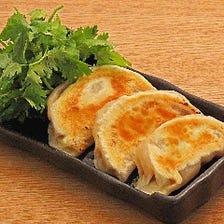 ジャンボ 羊肉焼き餃子 パクチー添え