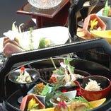 四季の旬素材をふんだんに使ったなおらい料理のコースをご提供