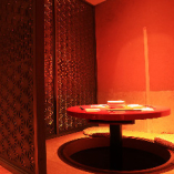 ◆3名様半個室◆ カップルにおすすめの丸テーブル掘りごたつ席