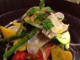 希少な網走産の「大みぞ貝」季節野菜のサラダ仕立て