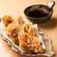 一番人気メニューの豚キムチ天ぷら。自家製天つゆとの相性抜群!