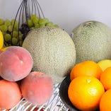 新鮮フルーツを使ったオリジナルカクテルも好評!