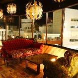 ソファ席は女性に大人気!女子会・記念日・デートはフォトジェニック空間で