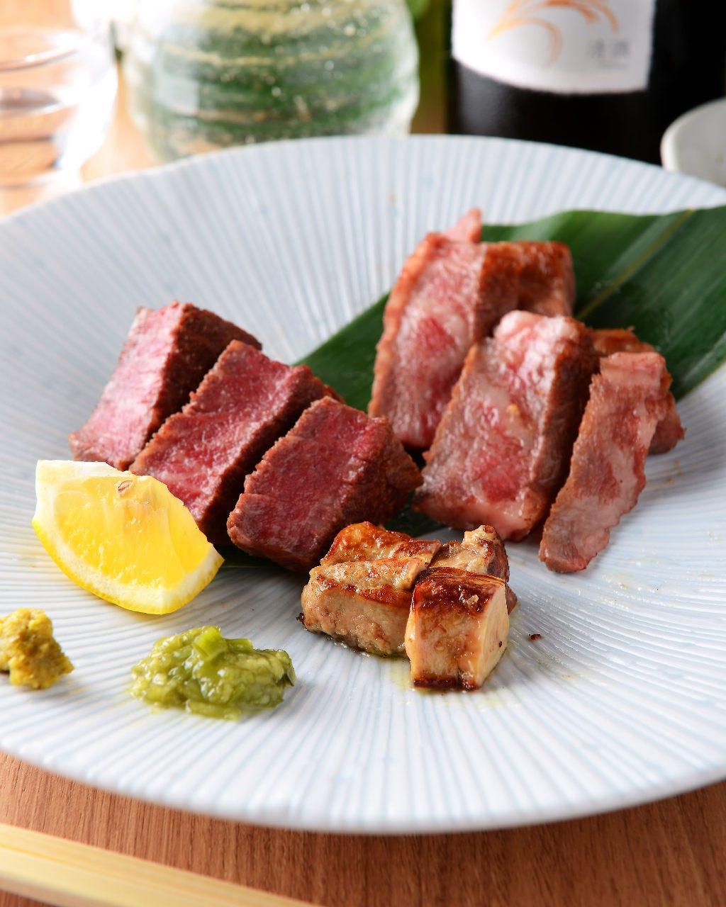 牛肉がさまざまな料理に姿を変えて少しづつ楽しめる肉懐石