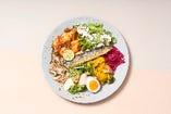 秋刀魚と7種デリの贅沢プレート