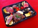 惣菜もデザートも盛りだくさんのお弁当!説明会で人気です。