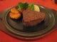 フィレステーキはミディアムレアがおすすめ! まずは塩胡椒で。