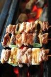 生でも食べれる新鮮な比内地鶏をを紀州備長炭で。
