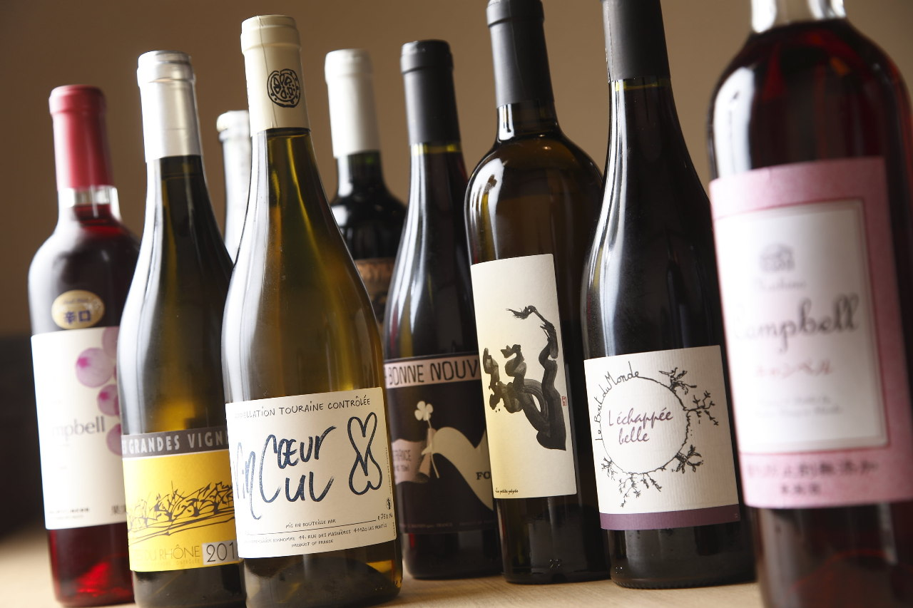 豊富なワインと日本酒のラインアップ