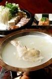【水炊き鍋】  コラーゲンたっぷりのスープでお肌ツルツル