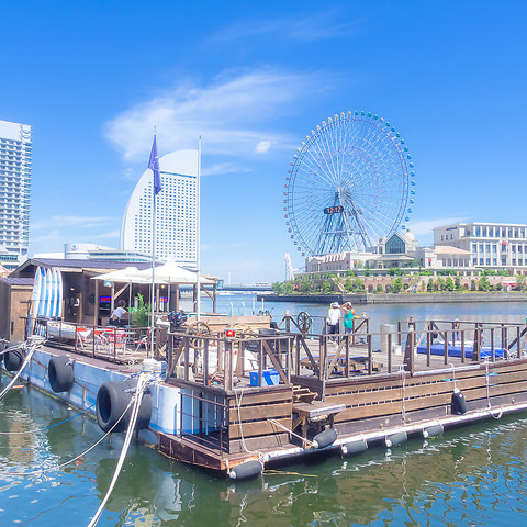 海の上に浮く船上レストランだからこそ見れる景色