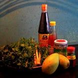パパイヤやマンゴー、ハーブなど、現地から取り寄せた素材を使用