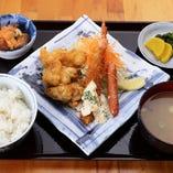 【昼の人気No.1】大海老フライと若鶏唐揚定食