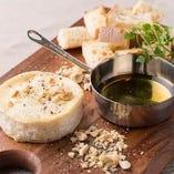 まるごとカマンベールのチーズフォンデュ