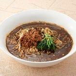 <黒担々麺> 黒胡麻の風味を活かした味をどうぞ。