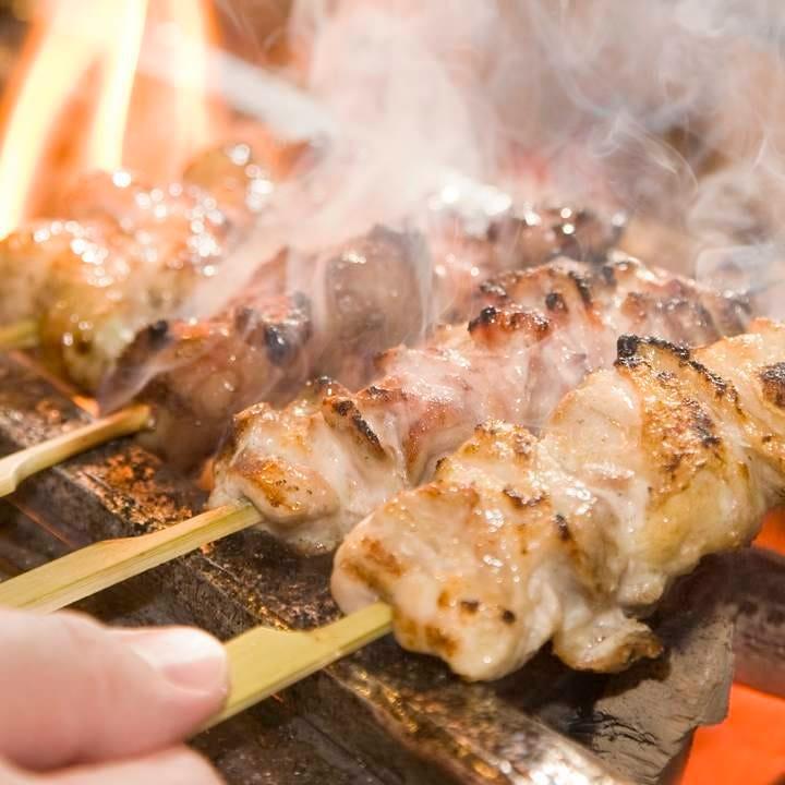 紀州備長炭で焼き上げる健味鶏の串焼