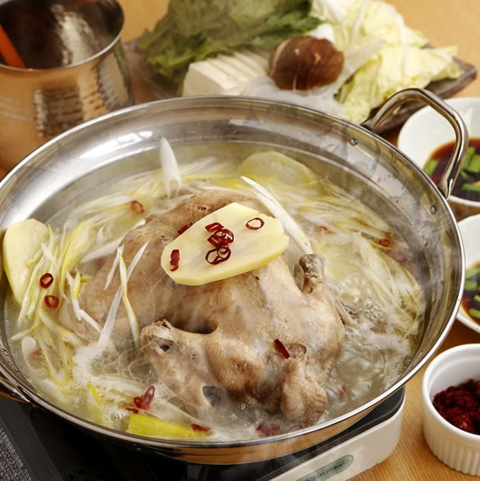 自家製ガラスープが絶品の丸鶏水炊き