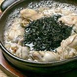 海のみるく!牡蠣と岩のりのアヒージョ☆「バンバンといえばコレ!」と言うくらい、不動のポジションのアヒージョです。カキはぷりんとしていて、岩海苔の味わいが旨味を倍増させています。他ではなかなか味わえない牡蠣の美味しさを思う存分お楽しみ下さい!