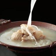 凝縮された雫、華味鳥の水たきスープ