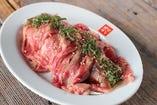 【牛肉の炙りカルパッチョ】さっぱりとポン酢でどうぞ!